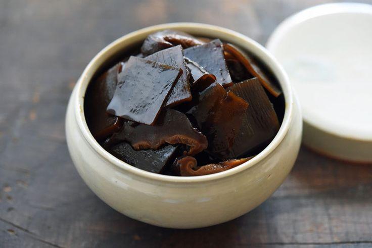 いちばん丁寧な和食レシピサイト、白ごはん.comの『昆布と椎茸の佃煮の作り方』を紹介するレシピページです。だしがら昆布を冷凍保存しておくと、時間のあるとき、作りたいときにまとめて作れます。干し椎茸を合わせて、少し柔らかめに仕上げるレシピの佃煮です。作った佃煮はもちろん冷凍保存可能。ぜひだしがら昆布を佃煮に活用してみてください!