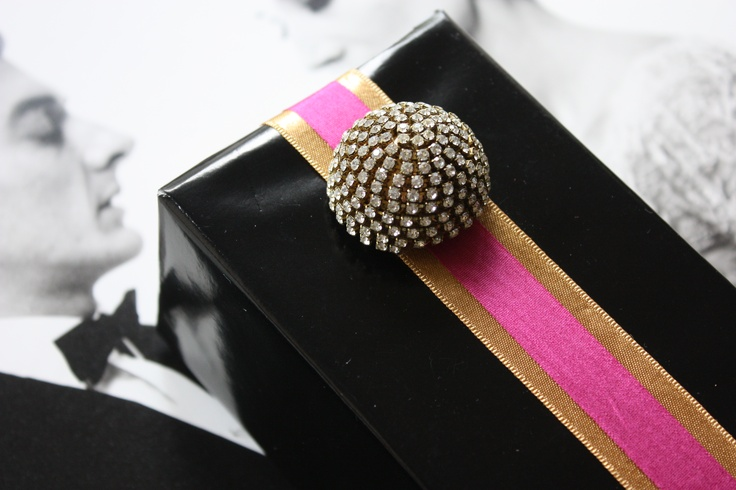 A spare crystal button used as an embellishment for extra bling. A Gift Wrapped Life blog.: Wrapping Gifts, Agiftwrappedlife Bloodspot Com, Giftwrapping Cards, Gift Wraps Bags Boxes, Wrapping Ideas, Gifts Wraping