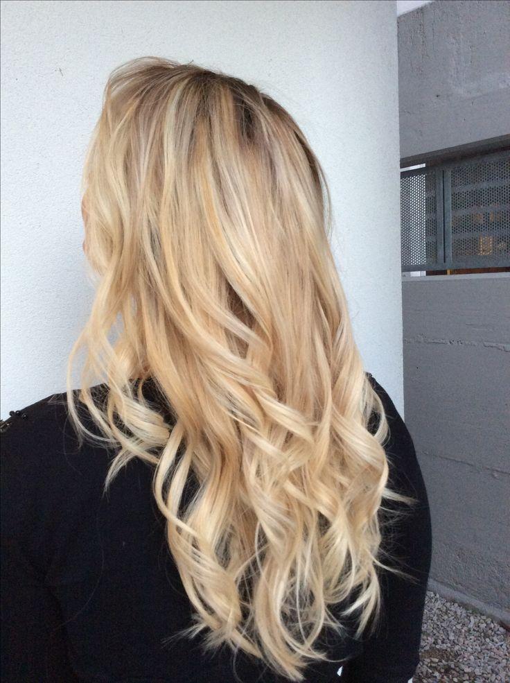 Centro Degradè Conseil Lucia De Marco GIOIÀ  #centrodegradeconseilgioiá #cdc #mod #fashion #glamour #nellemanigiuste #lepiubellesfumature #longhair #blondehair #pordenone #loreal