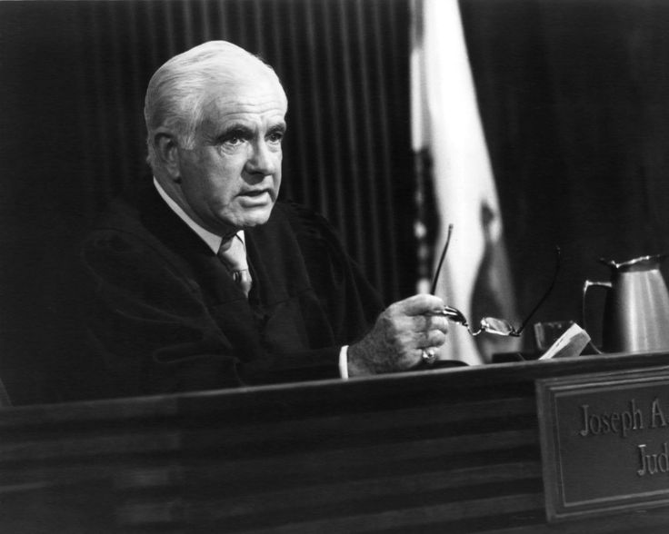 American judge and TV personality Joseph Wapner on his TV Show 'The People's Court', circa 1985. (Photo by Silver Screen Collection/Getty Images) via @AOL_Lifestyle Read more: https://www.aol.com/article/entertainment/2017/02/26/peoples-court-judge-joseph-wapner-dead-at-97/21722083/?a_dgi=aolshare_pinterest#fullscreen