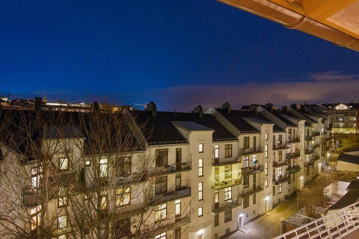 FINN – ALEXANDER KIELLANDS PLASS - Lekker 3(4)-r loftsleilighet med herlig vinterhage, mulighet for peis og 90 kvm gulvareal!