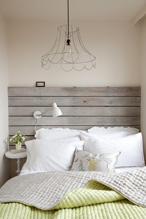 Frisse slaapkamer met mooi hoofdbord bij het bed