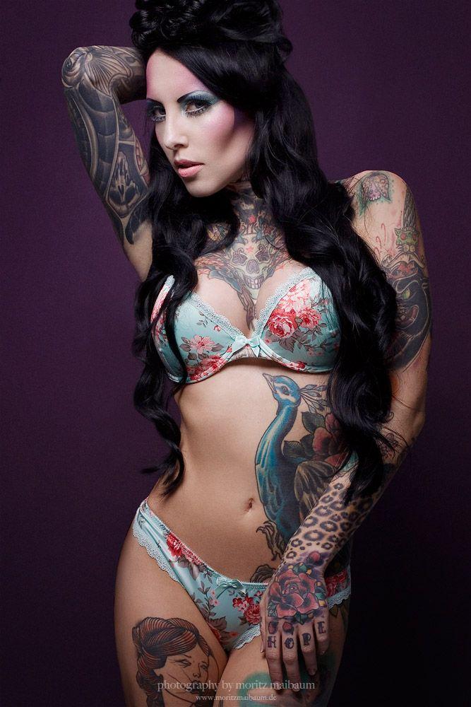hot girl tattoo mude