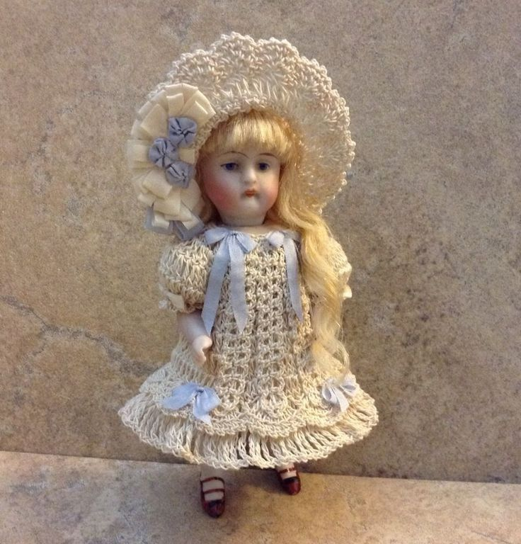 """VICTORIAN+STYLE+CROCHETED+DRESS+SET+FOR+A+5""""+ALL+BISQUE+DOLL+*by+Tina+"""