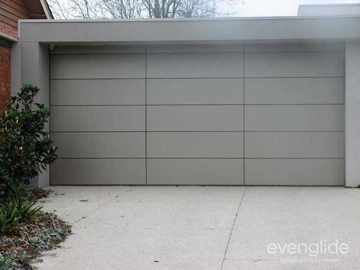 Tilt garage door consisting of composite aluminium cladding