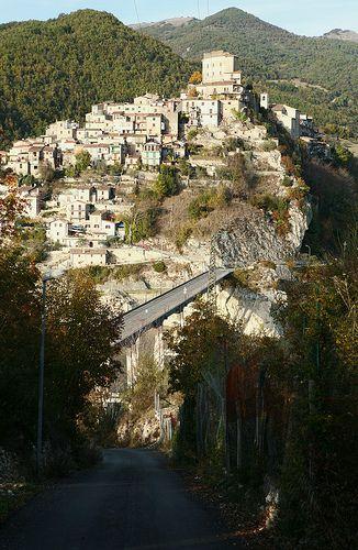 Castel di Tora Lazio  #TuscanyAgriturismoGiratola