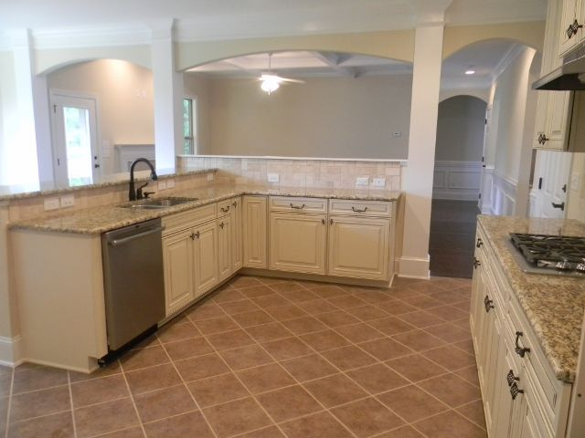 Kitchen view to family room essex ebuilt newhomebuilder for Charlotte kitchen cabinets