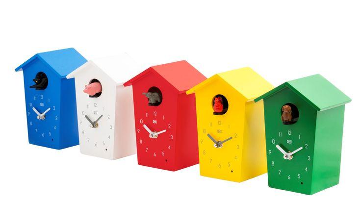 Relojes de cuco con sonidos reales de animales. Con sensor de luz y control de volumen. Fabricados en madera lacada.