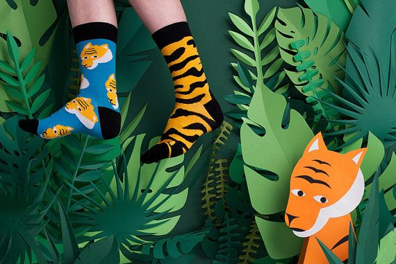 Bengalia Men's Mismatched Socks with Lion Pattern, Schocking Yellow Blue Funky Socks for Men and Women, Men Dress Casual Socks