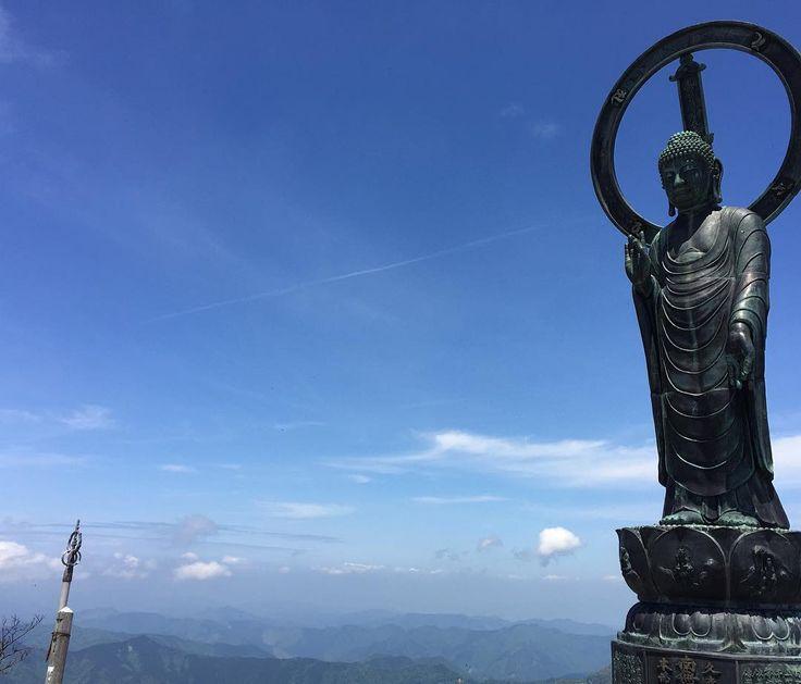 2016.5.15 本日はお釈迦様に会いに行ってきました  素晴らしい稜線の空中散歩に景色  仲間との楽しい山歩き  気持ちの良い天気  最高のひと時でした by cloud9_hiro
