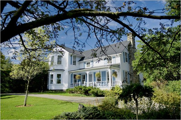 New Folk Victorian Farmhouse 19th-century farmhouse surrounded by private gardens in Eastern Townships, Quebec,
