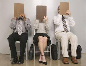 Top 10 popełnianych gaf podczas rozmowy o pracę. Sytuacje stresowe wywołują u nas reakcje ciężkie do przewidzenia, zatem w trakcie rozmowy kwalifikacyjnej o popełnienie gafy nietrudno. Co gorsze – im bardziej będziemy się starać, tym większe prawdopodobieństwo, że coś pójdzie nie tak. Więcej na: http://www.krawatimuszka.pl/etykieta-w-biznesie/sie-staralem-top-10-popelnianych-gaf-rozmowy-prace/