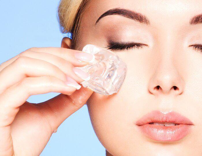 7 beneficios que obtienes cuando aplicas un cubito de hielo en tu piel - Mejor con Salud