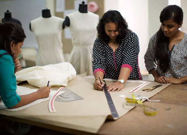 It Might Sound Conflicting But New Technology Makes New Ways Of Excellent Craft Possible Again Is Fashion Designing Course Design Fashion Designing Colleges