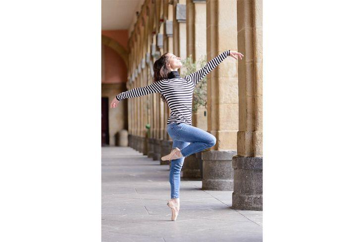 Sesión de fotos en Donostia con la bailarina de ballet Iratxe Beorlegui, primera bailarina de la Compañia Nacional de Danza de Mexico. Fotos de Ballet en el Casco Antiguo de San Sebastián