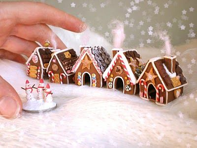 mini ginger houses - if you love miniatures (I do), the link on this pin is lovely!