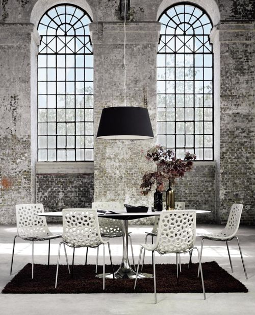 Bolia Corona table and Espalier chairs. Must have for my new kitchen!