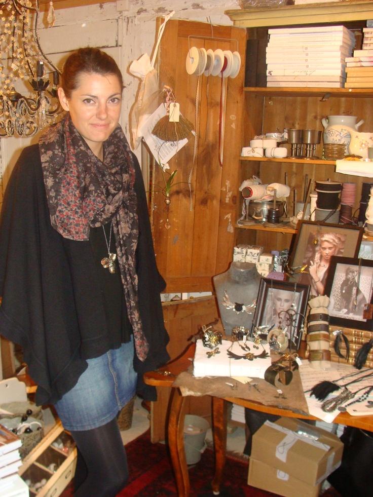Malin från Lotta Djossou visade den nya kollektionen i Butik Drängstugan