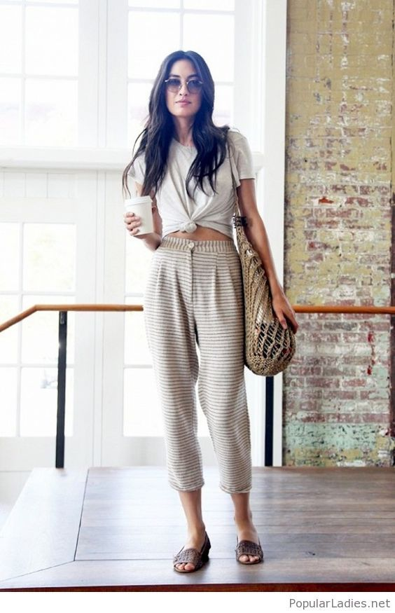 amazing-cropped-knotted-t-shirt-with-striped-pleated-pants