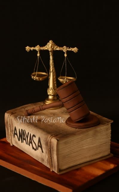 Lawyer Cake by Sihirli Pastane