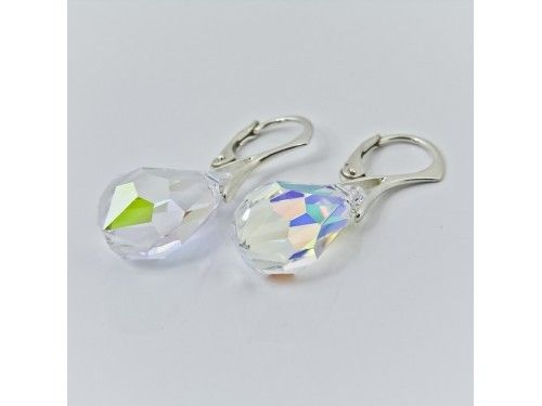 KOLCZYKI SWAROVSKI DROP 15MM CRYSTAL AB SREBRO 925 - KL2137 Materiał: Srebro 925 + kryształ Swarovski Elements Kolor: Crystal AB Rozmiar kamienia: 1,5cm Wysokość kolczyka: 3,1cm Waga srebra: 1,33g ( 1 para ) Waga kolczyków z kamieniami: 2.97g