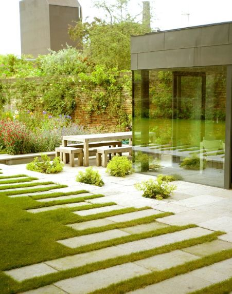 Excellent design with the sporadic cut stone emerging from the patio