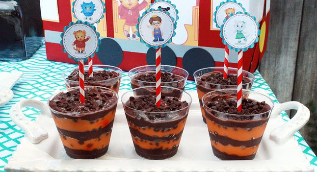 Make your own Daniel Tiger Striped Yogurt Parfaits for your party! (via @PBS Parents)