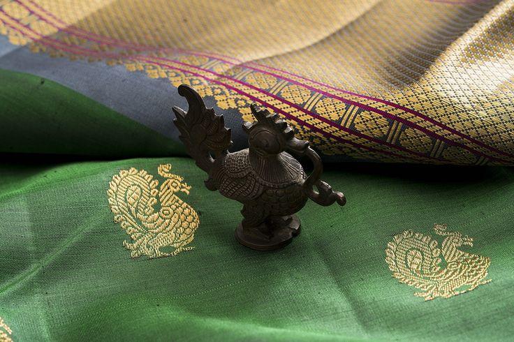 The beautiful and graceful Annam decorates this rich green Kanjivaram sari from Kanakavalli. #kanjivaram #silk #india #kanakavalli