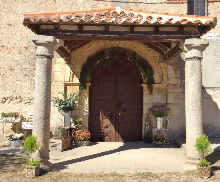Decoración entrada Ermita para boda en estilo campestre y rústico