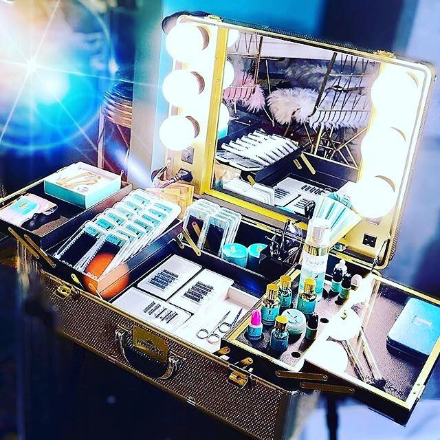 "GᖇETE on Instagram ""Lash kit goals 🙌🏻🌴🐬🦄 Love this setup"
