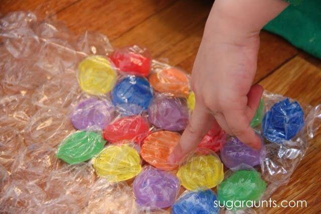 Jogo de cores com papel bolha