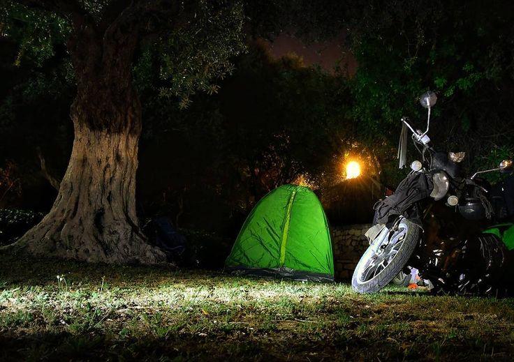 Kuşadasında kamp... Seyahatin en sevdiğim yanı, lüks otel köşelerinde sıkılmaktansa doğaya dokunarak güzel bir kamp gecesi geçirmek.  #kuşadası #kusadasi #aydın #kamp #mototravel #motorcycle #traveling #travelers #travel #motosikletgezi #seyahat #ikiteker #camp #camping #gece #motosiklet #gezgin #outdoors #bushcraft #macera #adventure #longwaytogo #nature #naturelove #picsoftheday #travelgram #instalike #doğabeyi #geziklopedi http://tipsrazzi.com/ipost/1523458348048223318/?code=BUkaUvBhIxW