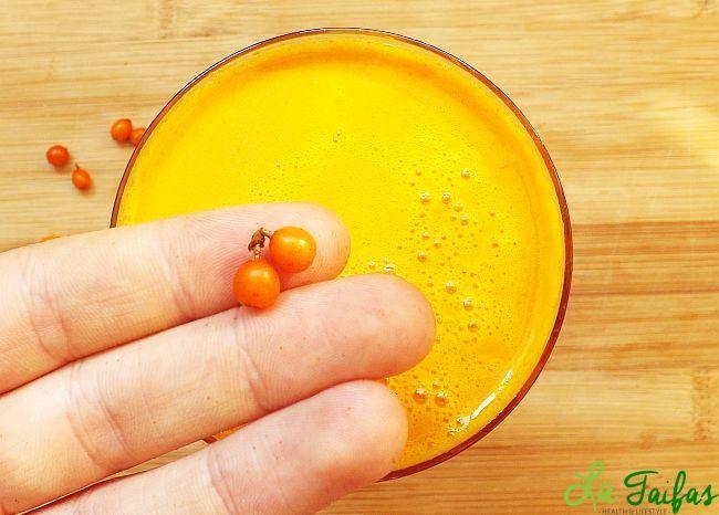 Sucul de cătină este o adevărată binecuvântare pentru persoanele bolnăvicioase, sensibile la infecții, sau cu imunitatea la pământ. Cătina este unul din cele mai complexe surse de vitamine din flora românească.