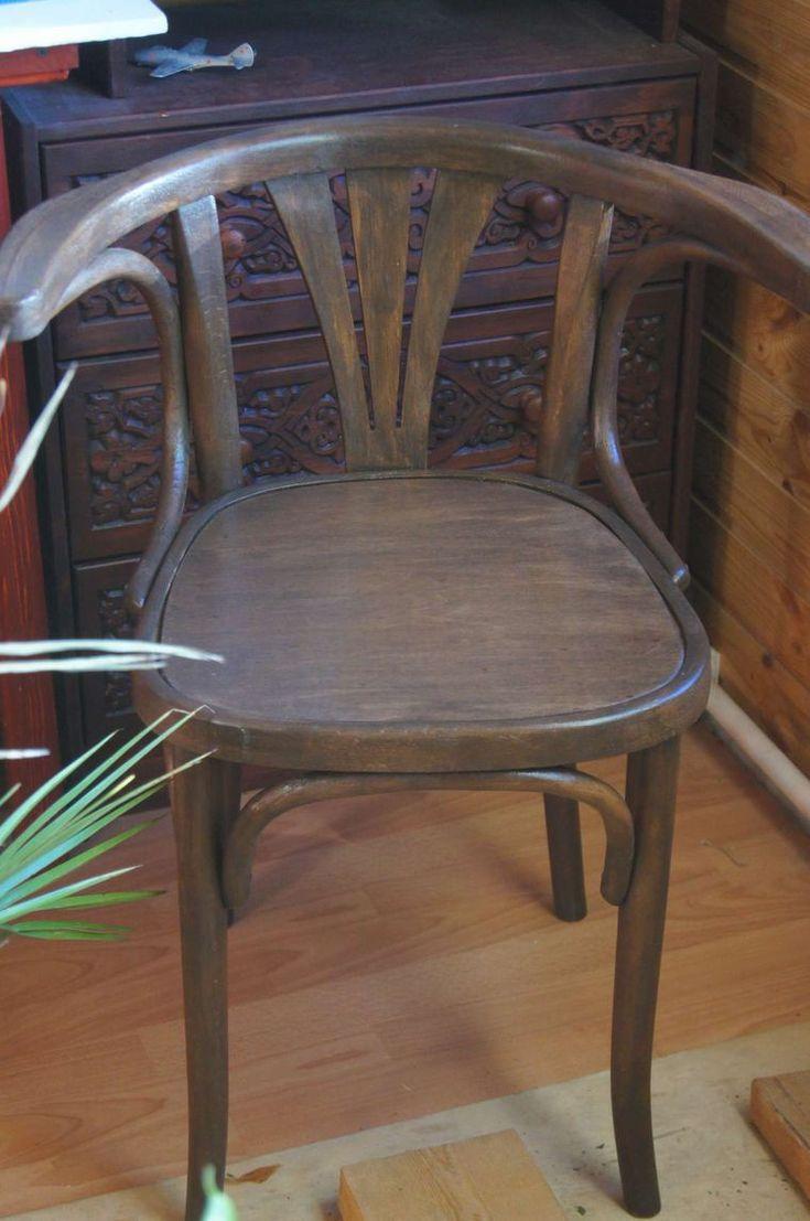 Этот мастер-класс — уже третья публикация в продолжение темы реставрации так называемой венской мебели. Первый мастер-класс был посвещен реставрации двух старинных стульев фабрики Конъ. Второй мастер-класс открыл тайны реставрации полукресла Тонет. Сегодня я расскажу вам, как мне удалось вернуть к жизни кресло, именуемое в каталоге венской мебели как кресло конторское.