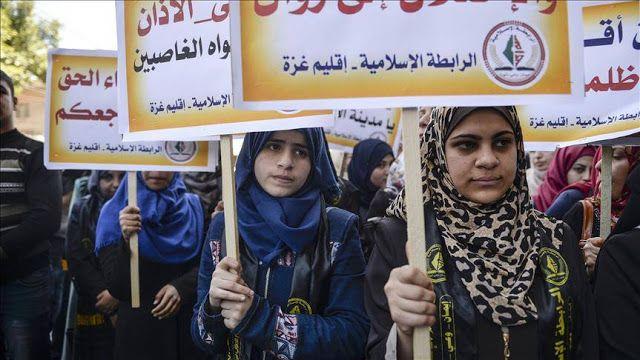 "R  Peserta aksi protes di Jalur Gaza (Anadolu agency)  Pemungutan suara RUU larangan pengeras suara oleh parlemen Israel merupakan bentuk penolakan atas keberadaan Islam dan Muslim di wilayah itu menurut ulama terkemuka Turki pada Kamis (9/3). Mehmet Gormez berbicara sehari setelah Knesset menyetujui pembacaan awal RUU mengenai larangan pengeras suara dalam panggilan doa. Sesi tersebut ""penuh gejolak"" anggota parlemen Arab kerap berteriak ""Allahu Akbar!"" dalam majelis. Gormez yang juga…"