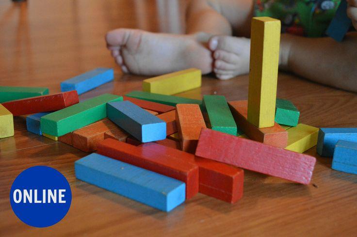 La mirada Montessori en la primera infancia para familias  es un curso de aproximación para conocer más de cerca los bases y fundamentos de esta pedagogía,  así como  desde la práctica  aplicar  la filosofia Montessori en la  crianza de tus hijos con  propuestas de actividades Montessori, sensoriales y de vida práctica para un desarrollo pleno y feliz