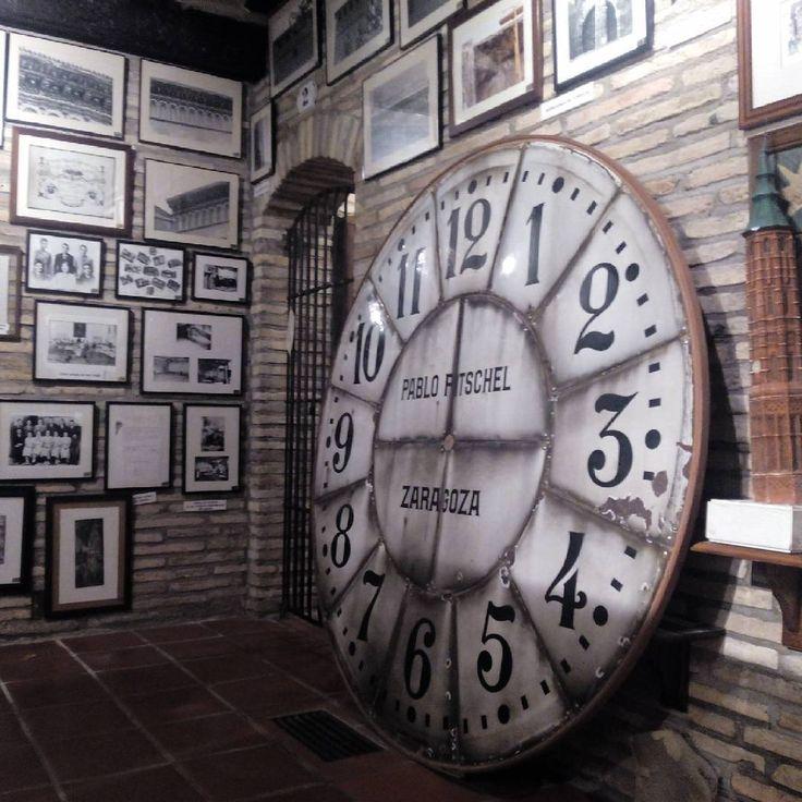 El antiguo reloj de la Torre Nueva, en el museo dedicado al desaparecido monumento en los bajos de Casa Montal (Plaza San Felipe)