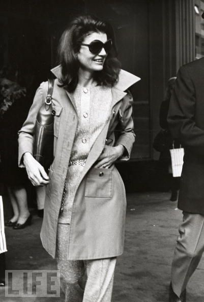 The trench coat and glasses. Timeless.