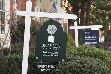 Real estate for sale signs are seen in front of homes for sale in Washington, DC, on December 30, 2014. US home prices continued to flatten out in October, with the year-on-year rise slowing to 4.7 percent according to the S&P/Case-Shiller index released Tuesday. AFP PHOTO / SAUL LOEB        (Photo credit should read SAUL LOEB/AFP/Getty Images)