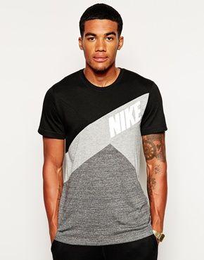 Nike – T-Shirt mit Farbblock-Design