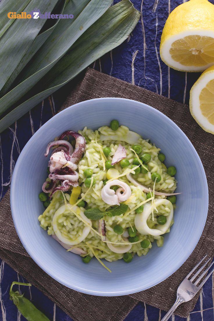 #Risotto menta piselli e #calamari (squid pea and mint risotto), tanti colori e sapori racchiusi in un unico piatto! #ricetta #GialloZafferano #italianfood #italianrecipe #pesce