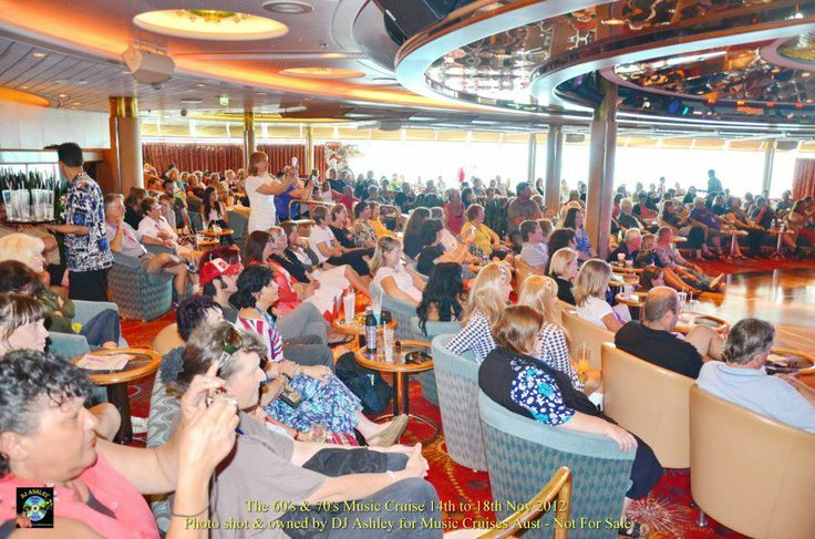 Cruise ship crowd
