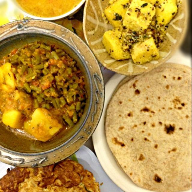 チャパティ (全粒粉ナン)、ダール(カレースープみたい) etc… - 9件のもぐもぐ - やったー!インド人友達から頂いた家庭料理、美味しいー♪ by ずきみく