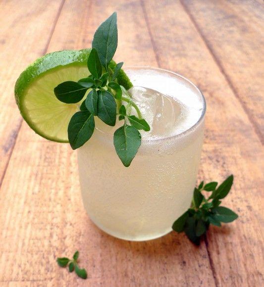 #Cocktail Inspiration : 20 cl Ginebra #Gvine #Gin Floraison 12 Hojas de Albahaca 20 cl de Zumo de limón 20 cl de zumo de lima 4 Cucharadas de azúcar