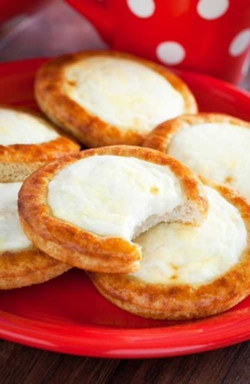 Recipe for New York Cheesecake Cookies - What could possibly be better than a slice of New York style cheesecake? How about jamming the whole thing together into cookie form!