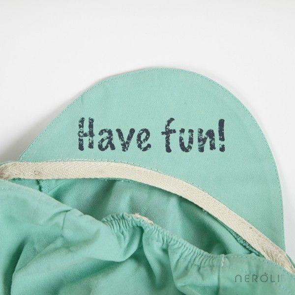 Gorra verde turquesa con dibujo MANIFESTO para niño de Bobo Choses. #boy #cap #NeroliByNagore #SS14 #BoboChoses