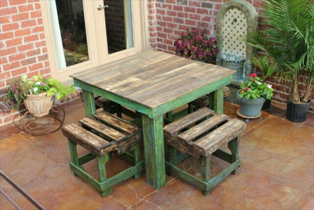 Cute pallet table and stools.