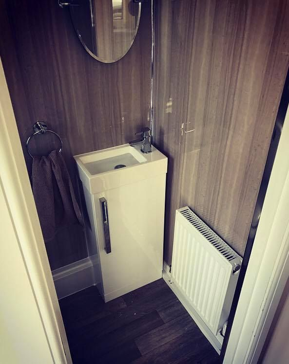 Bathroom installation using Selkie 'Lynx Dimension' wall panel system. Available at: https://www.rearo.co.uk/bathroom/selkie-board/lynx-dimension-wbp-plywood-shower-panel-2420mm-x-1200mm-x-11mm-23645/