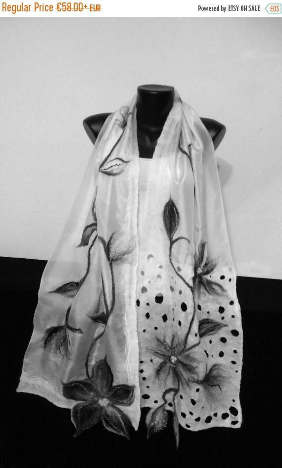 Witte en zwarte zijden sjaal, Nuno Gevilte sjaal, Floral grijze Wrap, lange zijden sjaal Merino, Womens wollen sjaals, lichtgewicht Nuno vilt sjaal