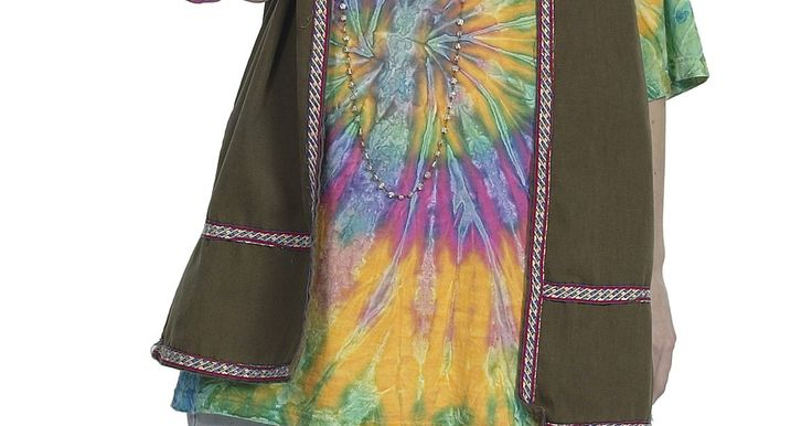 """Como fazer tie dye em tênis . O processo de tie dye consiste em tingir tecidos, como camisas e calças, usando corante de fibra reativa. A parte """"tie"""" do nome faz alusão ao fato de que é possível criar padrões interessantes, misturando diferentes cores de tinta e torcendo ou juntando as roupas de forma específica. Como é difícil torcer um tênis ou amontoá-los, o tie dye em ..."""